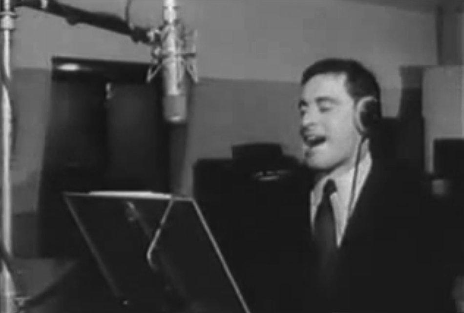 """Edoardo Vianello durante la registrazione del brano """"Il peperone"""" del 1965 - RCA"""