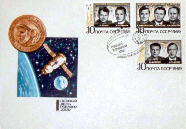 Francobolli commemorativi dei tre equipaggi delle Soyuz 6, 7 e 8