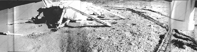 Zona di allunaggio della sonda Luna 17 fotografata da Lunokhod 1