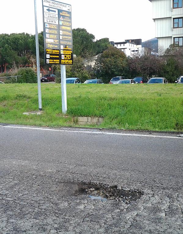 Danno alla tua auto per buche sull'asfalto? 8 consigli per ottenere un risarcimento. (2/2)