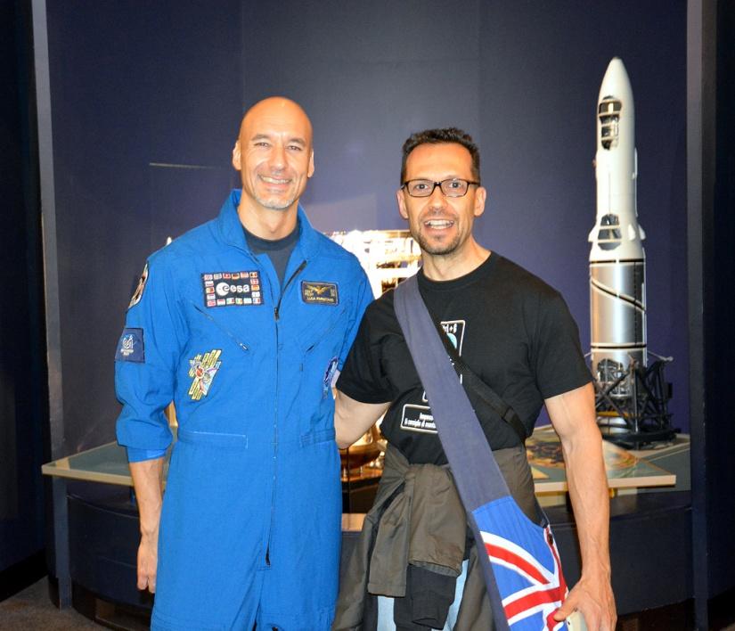 L'astronauta italiano Luca Parmitano ed io... vi prego di contenere i commenti, grazie.