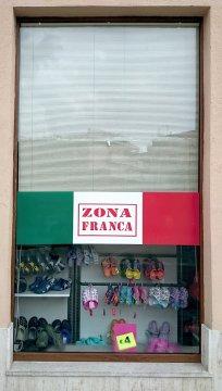 Ironizzando sulla Zona Franca.