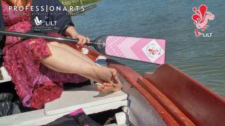 """Backstage sul fiume Arno su un'imbarcazione dei Renaioli Fiorentini e le modelle delle """"Florence Dragon Lady"""""""